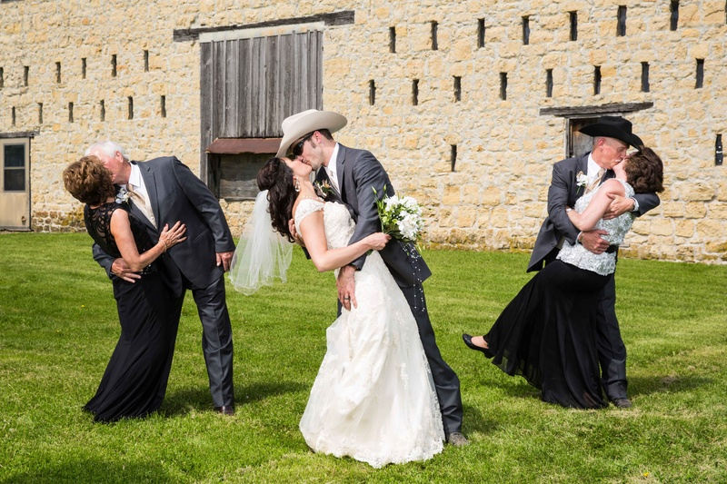 7f6eed7a432 Western Wedding with Rustic Décor at the Oldest Barn in Iowa ...
