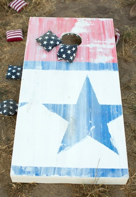 Stars and Stripes printed cornhole board and beanbags