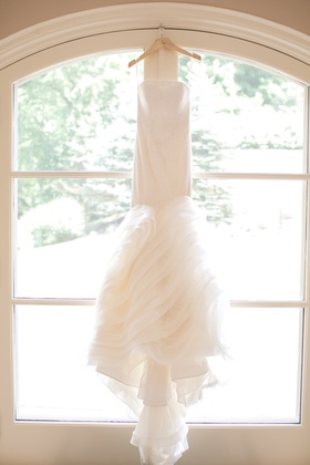 vera wang lindsey dress, strapless wedding dress with ruffled skirt