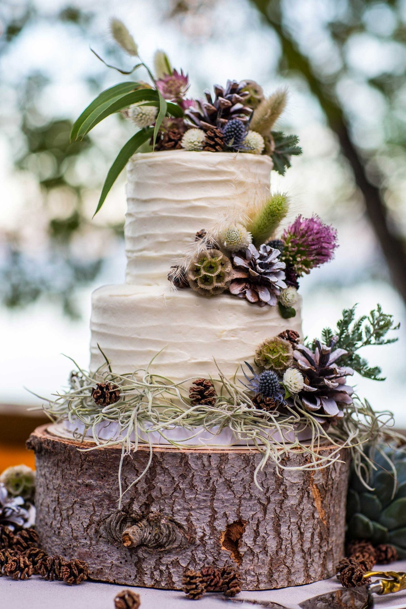 wildflower wedding cake ideas cakes amp desserts photos carrot cake with wildflowers 27480