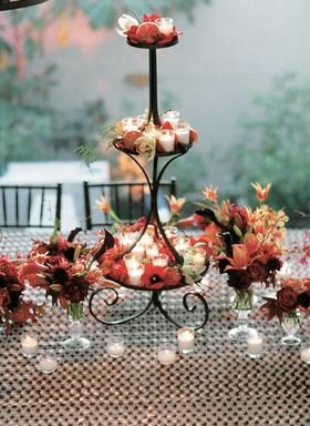 Tea lights and short displays of flowers