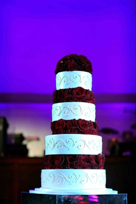 White round cake with scroll motif and roses