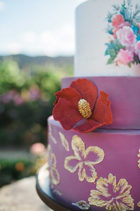 purple red pink cake floral embellishments decorations details gold flowers cake