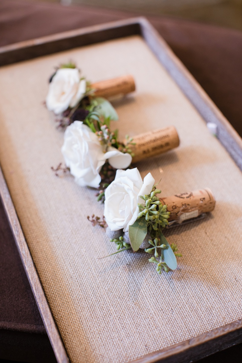 Boutonnieres for the best men bridesmes on wine corks with white roses