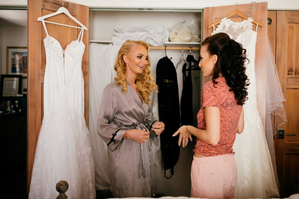 sisters, two brides, bride getting ready for double wedding