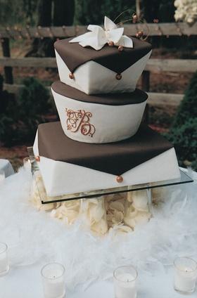 Brown and White wedding cake, wedding cake
