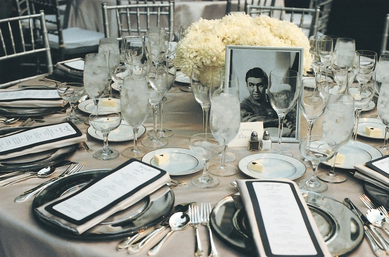 Reception d cor photos 1930s themed tablescape inside for Art deco wedding decoration ideas