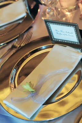 Platinum dishes and antique silver picture frame place cards