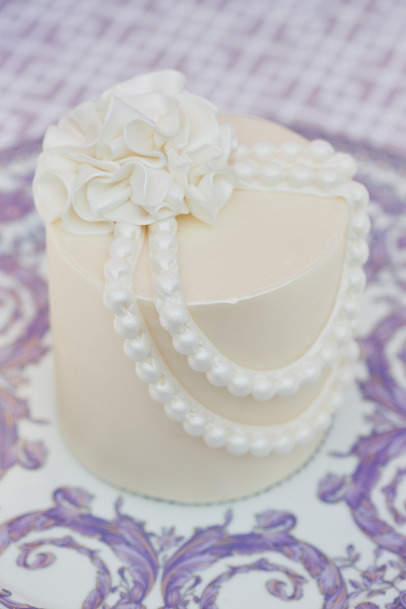 Cakes & Desserts Photos - Individual Cake with Pearls - Inside Weddings