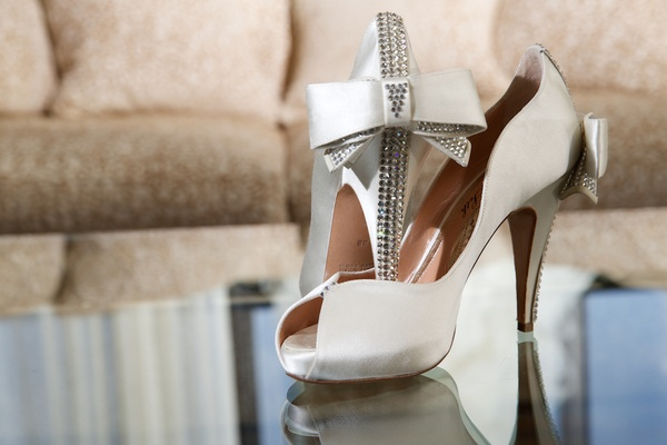 White peep-toe Aruna Seth heels with bow