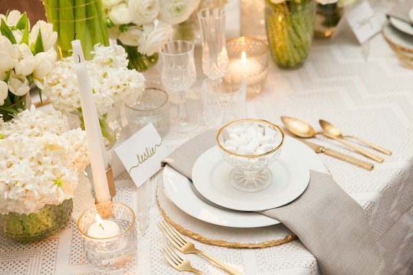 Encore Event Design & Tic-Tock Florals created this design with our Streamline Pearl Linen and Silve
