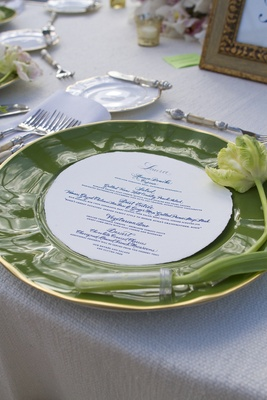 Green European charger with tulip bloom and circle menu
