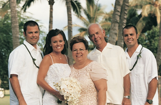 bride and her family at hawaii wedding