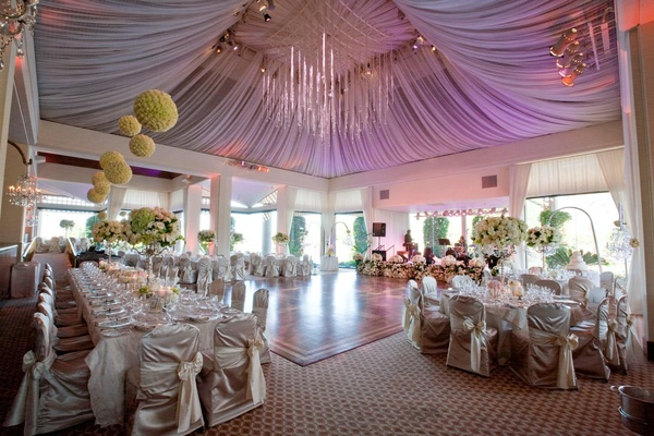 Round and rectangular tables around dance floor