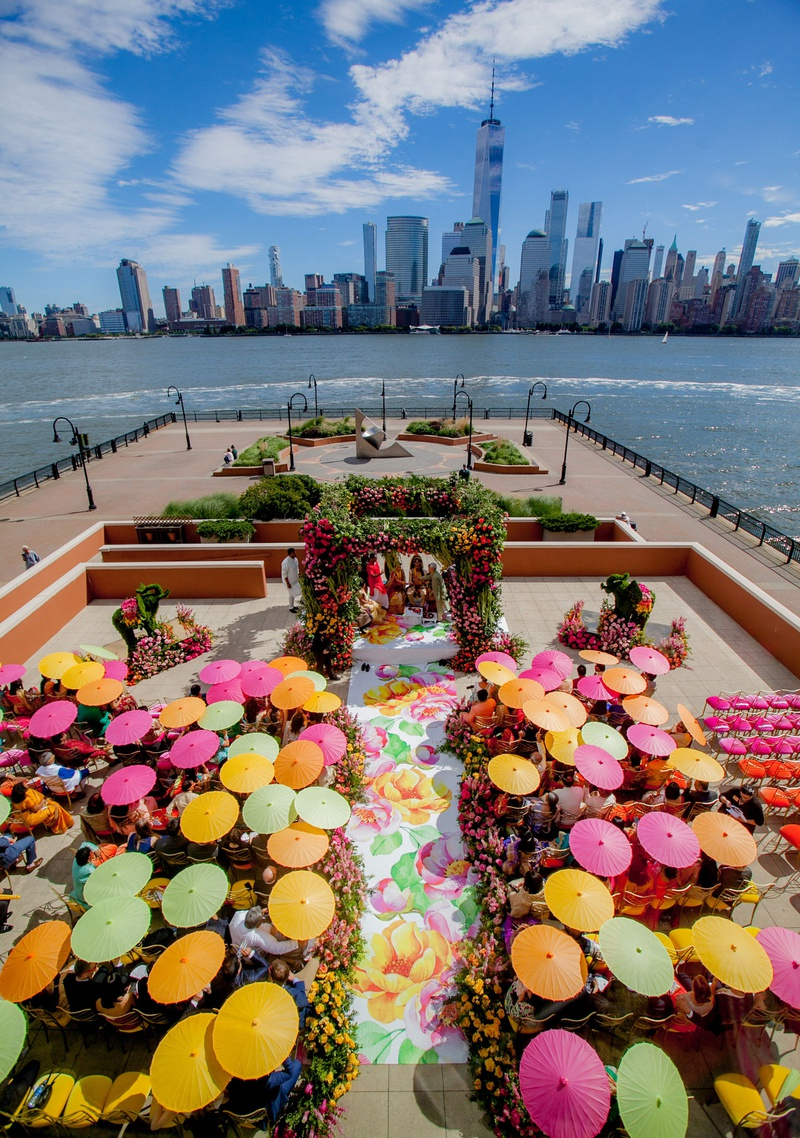 wedding ceremony in new jersey with view of new york city skyling pink yellow green parasols