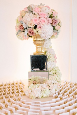 Round escort card table mirror riser gold vase with pink roses, white hydrangea flower cascading