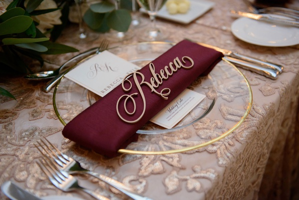 wedding reception pattern texture nuage designs linen gold charger burgundy napkin gold name cutout