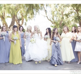 Jen & Chris chose an amazing palette of grey and yellow to create the perfect end of summer wedding.