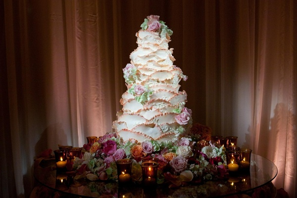 Unique white wedding cake that looked like a rose