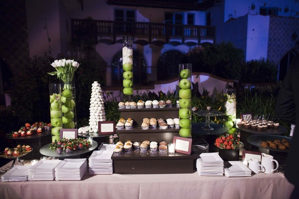 Apples in vases and cupcakes on tiers