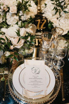former miss america savvy shields wedding place setting gold charger white rose ranunculus flowers