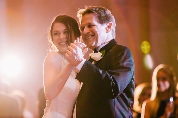 father of the bride dances with his daughter, father/daughter dance