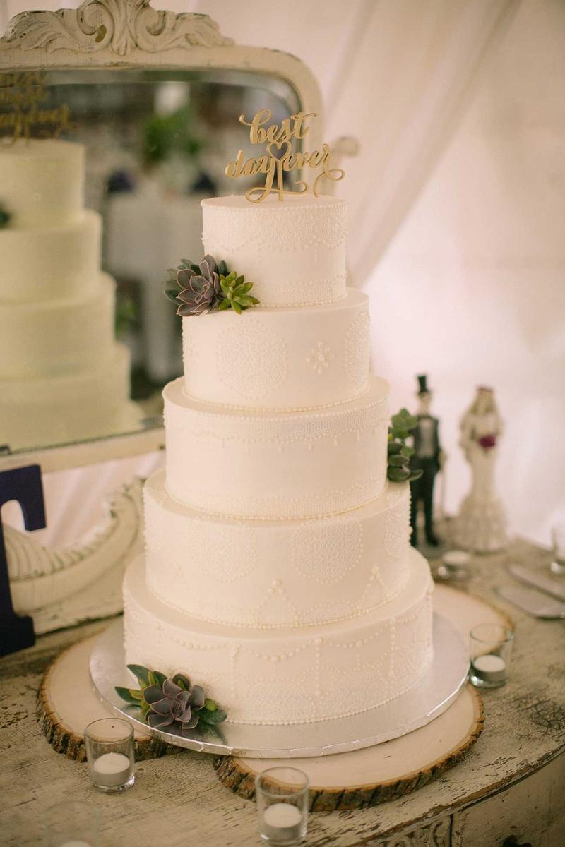 Winter Wedding Ideas for All-White & Festive Celebrations - Inside ...
