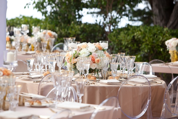 White and peach wedding centerpiece ideas & Peach Wedding Ideas for Chic Celebrations - Inside Weddings