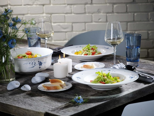 Villeroy & Boch Gifts detailed white and blue porcelain kitchenware and plateware bowls dishes glass