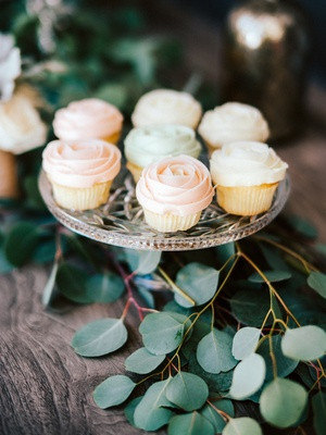 engagement party inspiration, magnolia bakery cupcakes frosted like roses