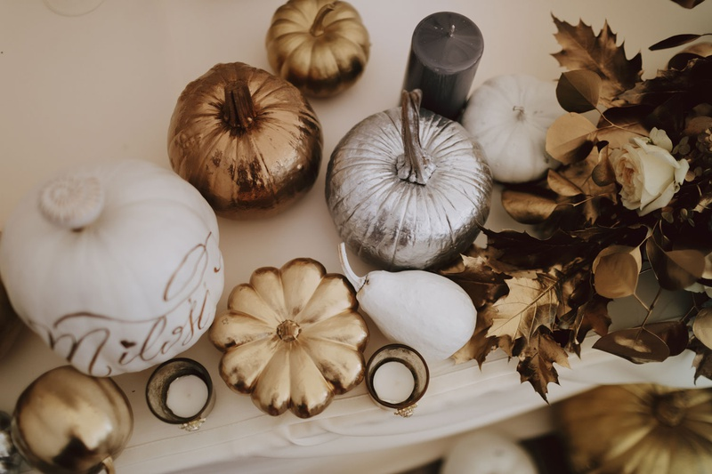 fall wedding ideas candles gold leaves pumpkins painted in white silver gold copper rose gold