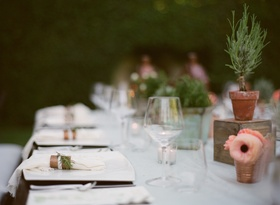 White and ivory tablescape with small centerpieces