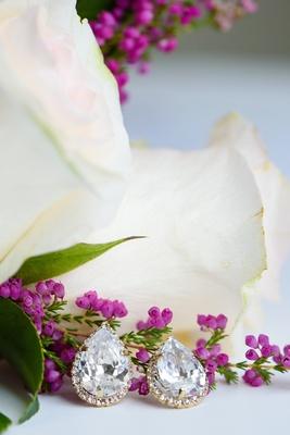 Teardrop earring set with gold diamond setting