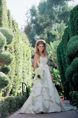 Ivory wedding dress with sweetheart neckline