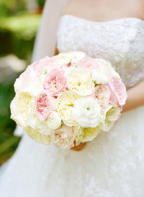 bridal bouquet of pink and whie roses