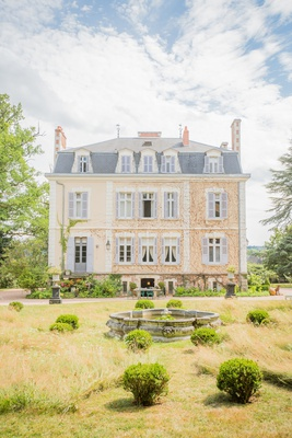 wedding venue destination wedding in France La Creuzette pretty landscaping grounds