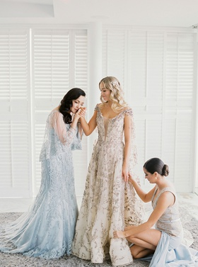 wedding portrait mariana paola vicente getting ready with mother and sister claudia sofia vicente
