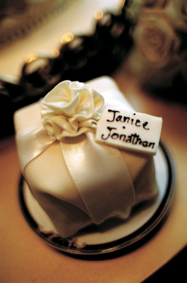 Dessert that looks like wrapped gift