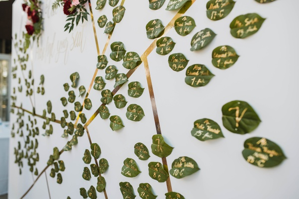 leaves painted with gold to be wedding escort cards
