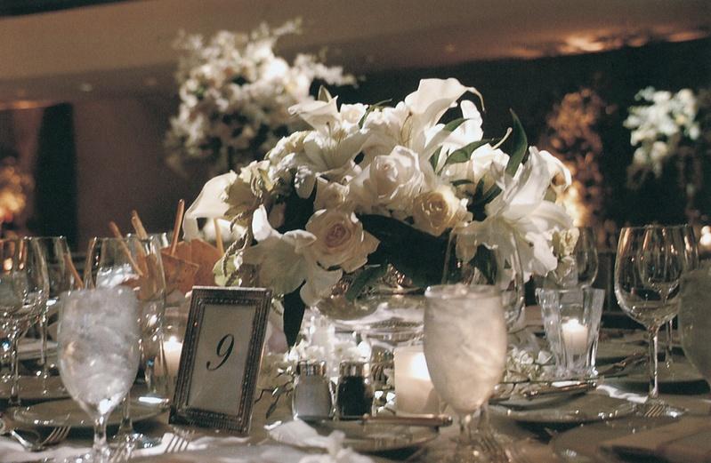 Reception Décor Photos - Low floral arrangement and dishes - Inside ...