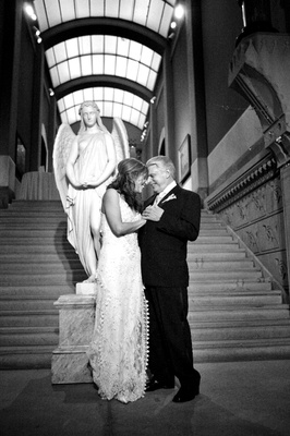 Black and white photo of bride and groom at the Pennsylvania Academy of the Fine Arts