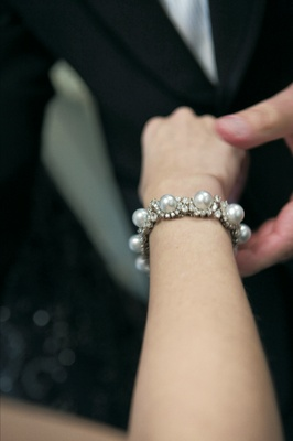 Bridal bracelet with diamonds and pearls
