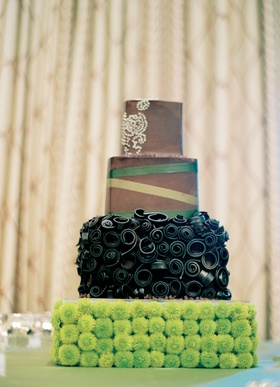 Wedding cake in brown and green with button mum stand
