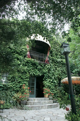 Kunde Estate Winery building covered in ivy