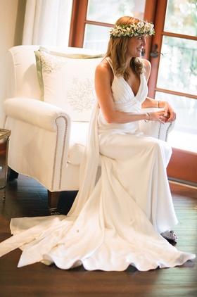 Hawaiian wedding bride in bridal suite with flower crown