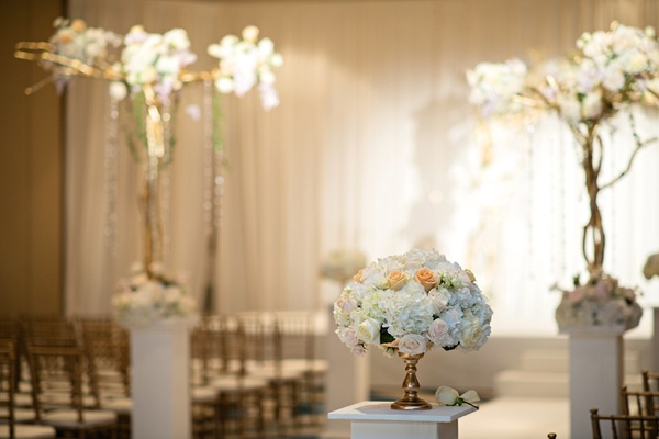 Elegant ceremony flowers with roses and hydrangeas