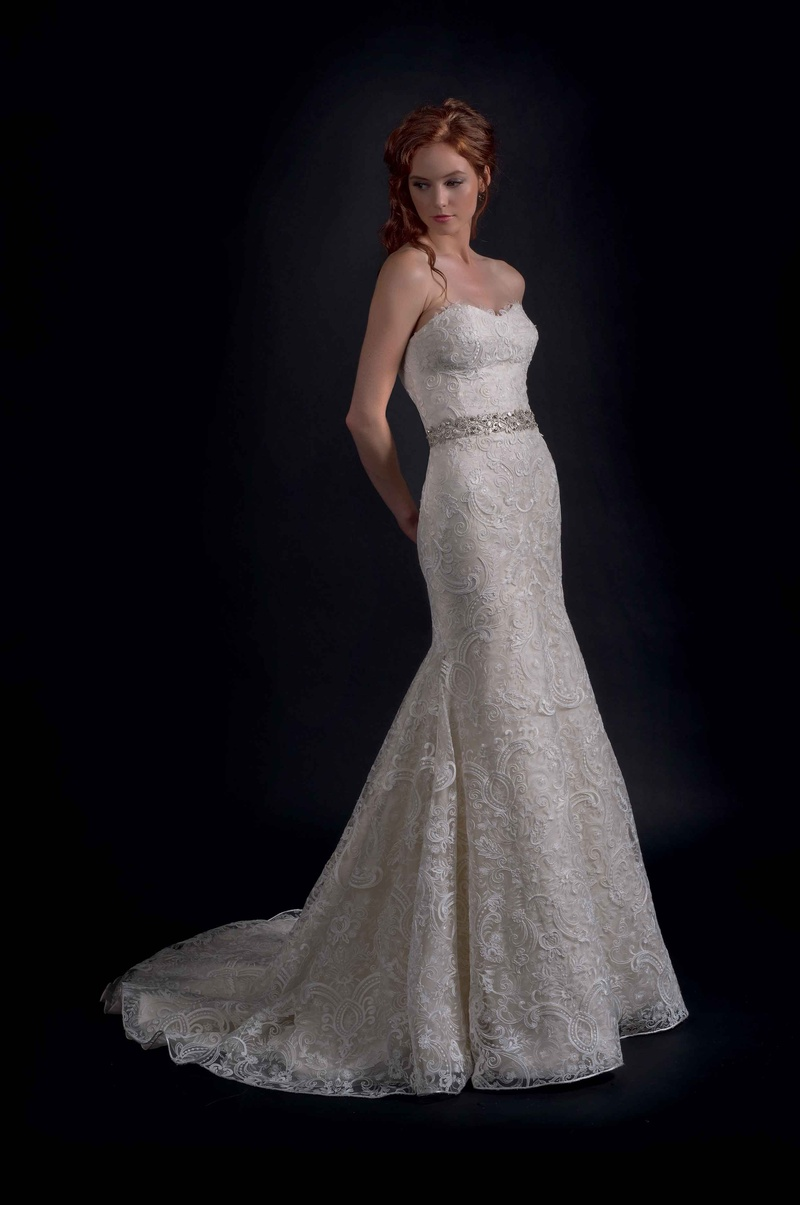 Modern Trousseau Fall 2016 Strapless Wedding Dress With Paisley Embroidery