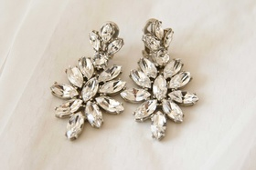 Wedding day jewelry earrings stylish marquise shape stones rhinestones diamonds