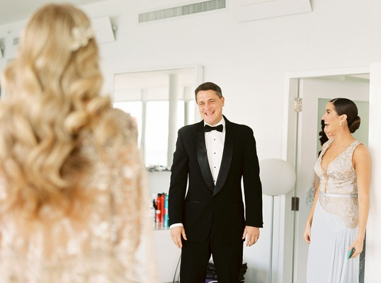 touching reaction of father of bride and sister when they saw mariana vicente in wedding dress