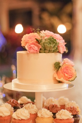 cake with succulents and pink roses, cupcake station